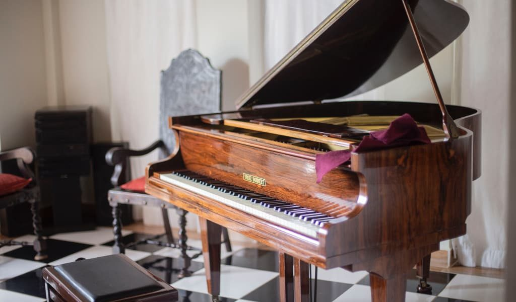 Moving your piano safely