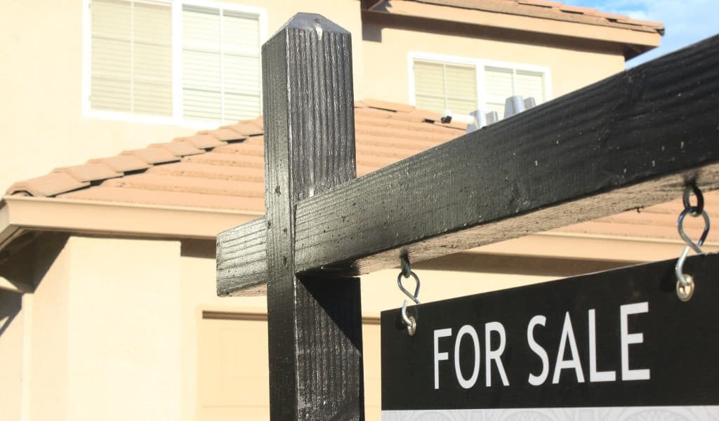 A for sale sign for a house