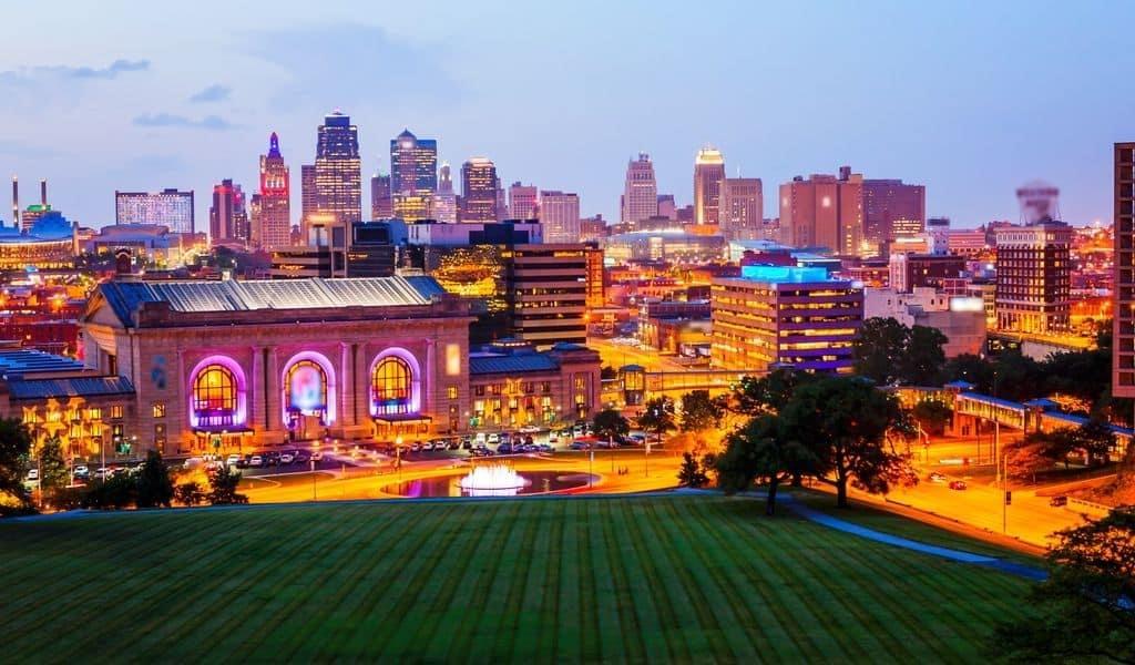 The skyline of Kansas city at night